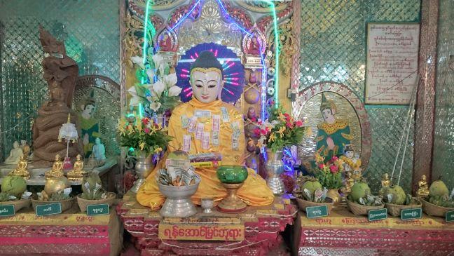 Mont Popa - Bouddha